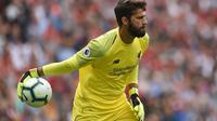 Kiper Liverpool asal Brasil, Alisson. (AFP/Oli Scarff)
