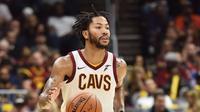Guard Cleveland Cavaliers, Derrick Rose, akan absen dalam dua gim karena mengalami cedera pergelangan kaki. (cleveland.com)