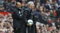 Pelatih Manchester United, Jose Mourinho, saat pertandingan melawan Wolverhampton Wanderers pada laga Premier League di Stadion Old Trafford, Sabtu (22/9/2018). Manchester United ditahan 1-1 oleh Wolverhampton. (AP/Rui Vieira)