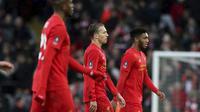 Ekspresi kekecewaan Divock Origi, Lucas Leiva, dan Joe Gomez (kiri ke kanan) setelah gagal membantu Liverpool meraih kemenangan atas Wolverhampton Wanderers, Sabtu (28/1/2017). (AP Photo/Peter Byrne)