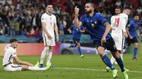 Bek Timnas Italia, Leonardo Bonucci, melakukan selebrasi usai mencetak gol ke gawang Inggris pada laga final Euro 2020 di Stadion Wembley, London, Senin (12/07/2021). (Foto: AP/Paul ELlis,Pool)