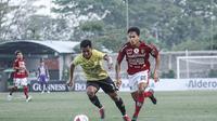 Bali United FC saat melawan Barito Putera FC di laga Tour de Java (Liputan6.com / Dewi Divianta)