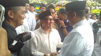 Calon Gubernur DKI Anies Baswedan disambut Cak Imin saat menghadiri pemakaman KH Hasyim Muzadi.