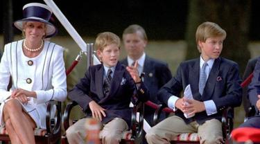Putri Diana bersama Pangeran William dan Pangeran Harry
