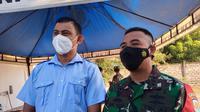 Komandan Angkatan Laut Maumere (P) Dwi Yoga P.M.Tr.Hanla M.M CTMP dan Kepala Kejaksaan Negeri Sikka, Fahmi.( Liputan6.com/ Dionisius Wilibardus)