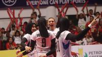 Putri Jakarta Pertamina Energi menang 3-1 atas Jakarta Elektrik PLN dalam lanjutan seri kedua putaran pertama Proliga 2019 di GOR Tridharma, Gresik, Sabtu (15/12/2018). (foto: PBVSI)