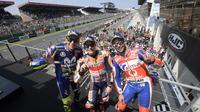 Ekspresi Marc Marquez, Valentino Rossi, dan Danilo Petrucci di podium MotoGP Prancis, Minggu (20/5/2018). (Twitter/MotoGP)