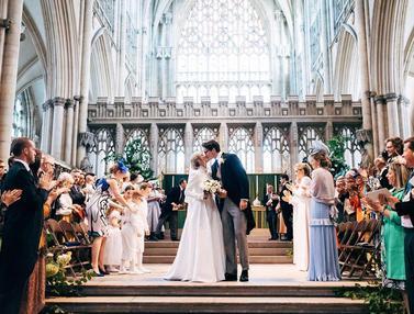 FOTO: Momen Pernikahan Ellie Goulding yang Bak Royal Wedding