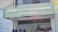 Petugas LP Malabero Kota Bengkulu berhasil membongkar modus baru penyelundupan narkoba ke dalam penjara melalui Cream Body Lotion (Yuliardi Hardjo Putro/Liputan6.com))