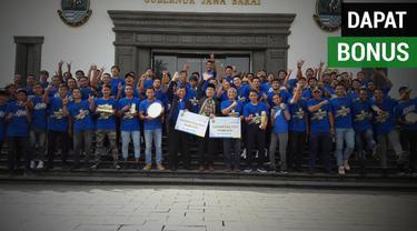 Berita video Persib U-16 dan U-19 yang berprestasi pada 2018 mendapat apresiasi berupa bonus yang diberikan oleh Gubernur Jawa Barat, Ridwan Kamil.