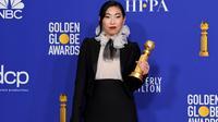 Awkwafina berhasil mencetak sejarah di ajang Golden Globe 2020. (KEVIN WINTER / GETTY IMAGES NORTH AMERICA / AFP)
