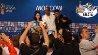 Will Smith saat sesi konferensi pers Piala Dunia 2018. (Bola.com/Okie Prabhowo)