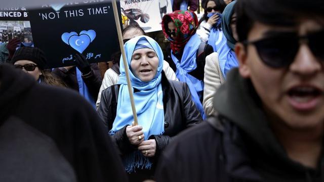 Aksi protes muslim Uighur atas pengekangan oleh pemerintah China (AP/Seth Wenig)