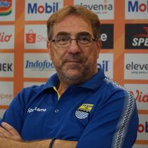 Pelatih Persib Bandung Robert Alberts bertekad menghadirkan kemenangan di laga pertama Shopee Liga 1 2019. (Huyogo Simbolon)