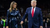 Melania Trump dan Donald Trump saat menghadiri College Football Playoff National Championship di Mercedes-Benz Superdome, New Orleans, Louisiana, AS. (SAUL LOEB / AFP)