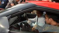 Kaesang Pangarep dan Gibran Rakabuming Raka menjajal Toyota Supra dan mobil hybrid. (ist)