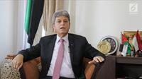 Dubes Palestina untuk Indonesia, Zuhair Al Shun berpose seusai wawancara dengan LIputan6.com di Jakarta, Jumat (13/4). (Liputan6.com/Herman Zakharia)