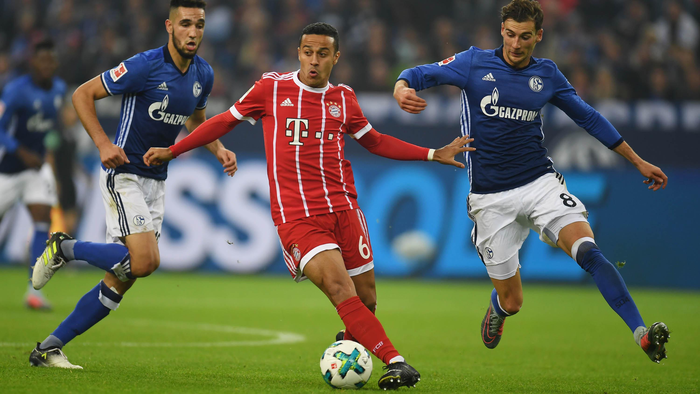Thiago Alcantara saat melawan Schalke (AP)