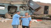Foto selfie di lokasi kecelakakan kereta Mesir. (Social Media)