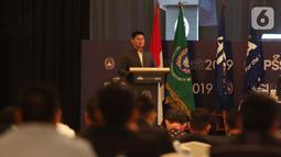 Ketua Komite Olimpiade Indonesia (KOI) Raja Sapta Oktohari memberikan sambutan pada Kongres Luar Biasa (KLB) Pemilihan PSSI di Jakarta, Sabtu (2/11/2019). Agenda KLB PSSI kali ini adalah pemilihan ketua umum, wakil ketua umum, serta 12 anggota Komite Eksekutif (Exco). (Liputan6.com/Herman Zakharia)