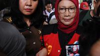 Terdakwa kasus dugaan penyebaran berita bohong atau hoaks Ratna Sarumpaet meninggalkan ruangan usai menjalani sidang lanjutan di PN Jakarta Selatan, Rabu (6/3/2019). Sidang beragendakan pembacaan nota keberatan atau eksepsi (Liputan6.com/Herman Zakharia)