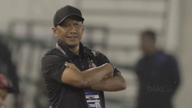 Pelatih Sriwijaya FC, Rahmad Darmawan, saat pertandingan melawan Arema FC pada laga perempat final Piala Presiden di Stadion Manahan, Solo, Minggu, (4/2/2018). Sriwijaya FC menang 3-1 atas Arema FC. (Bola.com/M Iqbal Ichsan)