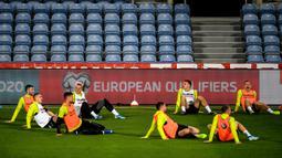 Para pemain Lithuania berlatih jelang menghadapi Portugal pada babak kualifikasi Grup B Piala Eropa 2020 di Estadio Algarve, Faro, Portugal, Rabu (13/11/2019). Lithuania akan menghadapi Portugal di Estadio Algarve pada 15 November 2019. (PATRICIA DE MELO MOREIRA/AFP)