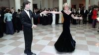 Putri Diana ketika berdansa dengan John Travolta (Ronald Reagan Library)