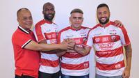 Madura United memperkenalkan tiga striker baru, termasuk Cristian Gonzales. (Bola.com/Aditya Wany)