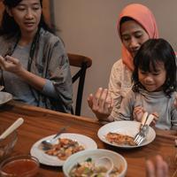 Makanan untuk sahur dan berbuka untuk anak./Copyright shutterstock.com