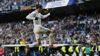 Penyerang Real Madrid, Gareth Bale, mencetak dua gol saat mengalahkan Deportivo La Coruna dalam lanjutan La Liga 2017-2018 di Santiago Bernabeu, Minggu (21/1/2018). (AP Photo/Francisco Seco)