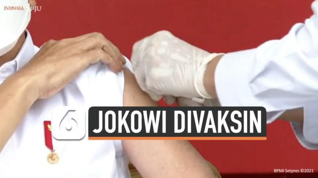 Vaksinasi pertama di Indonesia telah dilakukan di Istana Merdeka, Jakarta (13/1/2021). Presiden Joko Widodo menjadi peserta pertama penerima suntik vaksin. Ketika penyuntikan, warganet justru fokus pada gerak-gerik petugas penyuntik yang gemetar.