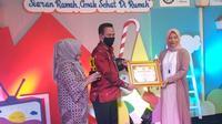 Pemberian penghargaan kepada TVRI