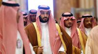 Mohammed bin Salman (tengah) (AFP)