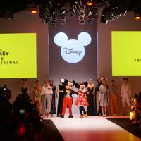 Rayakan 90 tahun anniversary, Disney Mickey Mouse luncurkan koleksi super unik di Jakarta Fashion Week 2019. (Bayu Herdianto/KLY)