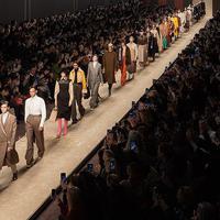 Di Milan Fashion Week 2019, Fendi berikan tribute untuk Karl Lagerfeld. (Foto: Fendi.com)