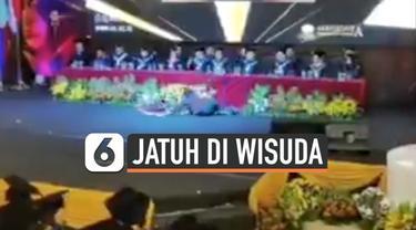 Sebuah video viral di media sosial tentang prank mahasiswa yang pingsan di depan rektor saat wisuda. Ternyata kejadian itu berujung joget bersama mahasiswa.