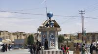 Taliban flags fly after fighting between the Taliban and Afghan security forces at a square in Ghazni City, Afghanistan, Thursday (12/8/2021).  Ghazni became the capital of the 10th province taken over by the Taliban in a week.  (AP Photo/Gulabuddin Amiri)