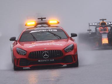 Formula 1 GP Belgia diwarnai bendera merah akibat sejumlah pembalap mengeluhkan jarak pandang yang terbatas dan adanya genangan yang membuat traksi hilang saat putaran pemanasan. (Foto: AFP/Kenzo Tribouilla)