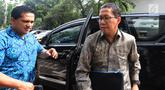 Pelaksana tugas (Plt) Ketua Umum PSSI Joko Driyono tiba untuk menjalani pemeriksaan lanjutan kasus dugaan skandal pengaturan skor pertandingan bola liga 2 dan liga 3 Indonesia di Polda Metro Jaya, Jakarta, Kamis (21/2). (Merdeka.com/Imam Buhori)