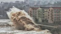 Topan Lekima menghantam pesisir timur Provinsi Zhejiang, China akhir pekan ini (10/8/2019) (AFP PHOTO)