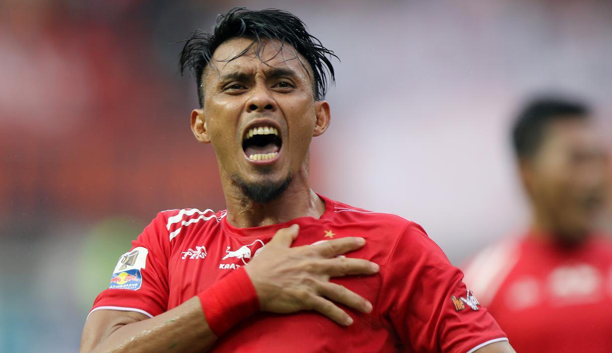 Bek Persija Jakarta, Maman Abdurahman, merayakan kemenangan atas Bali United pada laga Piala Indonesia 2019 di Stadion Wibawa Mukti, Minggu (5/5). Persija menang 1-0 atas Bali United. (Bola.com/M Iqbal Ichsan)