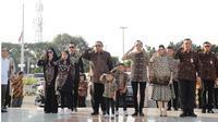 Momen SBY dan Keluarga Ziarah Makam Di Hari Ulang Tahun Ani Yudhoyono (sumber: instagram/@ibasyudhoyono)