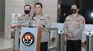 Kadiv Humas Polri Irjen Raden Prabowo Argo Yuwono (tengah)
