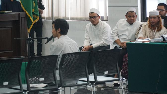 Hasil gambar untuk sidang kesaksian dua remaja korban bahar bin smith
