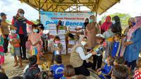 Askrindo menyalurkan bantuan kepada korban banjir di Muara Gembong Kabupaten Bekasi (dok: Askrindo)