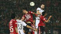 Duel penutup Shopee Liga 1 2019 antara Bali United dan Madura United di Stadion Kapten I Wayan Dipta, Gianyar, Bali, Minggu (22/12/2019) malam. (Bola.com/Aditya Wany)