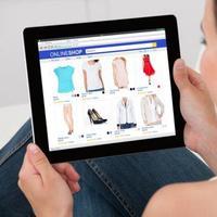 Ilustrasi belanja Lebaran di toko online. (iStockPhoto)