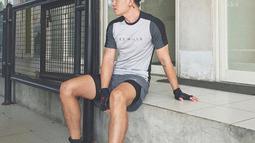 Jika tidak ada waktu ke gym, Rafael Tan akan menggantinya dengan jogging. Tak hanya itu, ia pun menjaga asupan makanan agar badannya tetap bagus. (Liputan6.com/IG/@rafaell_16)