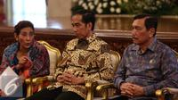 (ki-ka) Menteri KKP, Susi Pudiastuti, Presiden Joko Widodo,  Menko Polhukam Luhut Binsar Pandjaitan saat mengikuti Rapat Koordinasi Nasional Satgas 115 di Istana Negara, Jakarta, Rabu (29/6). (Liputan6.com/Faizal Fanani)
